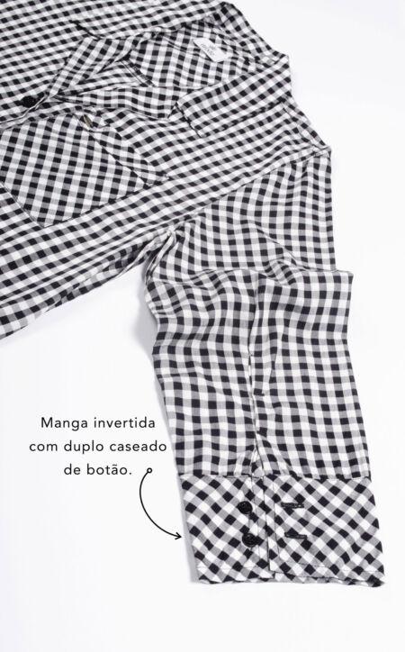 Camisola Abotoada com Short - Manga invertida com duplo caseado de botão.